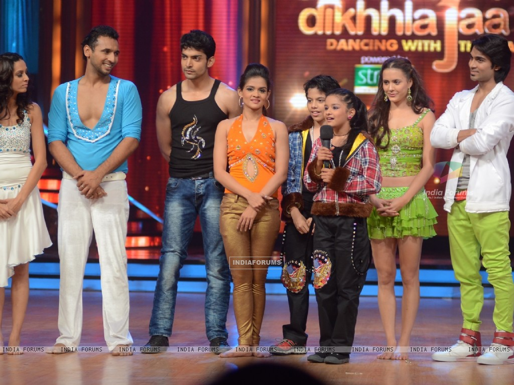 Contestants on the sets of Jhalak Dikhhla Jaa. . (220050) size:1024x768
