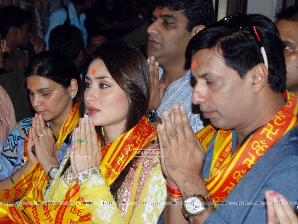 Kareena Kapoor & Madhur Bhandarkar at Siddhivinayak Temple for the Music Launch of the film Heroine (223344) size:1024x768