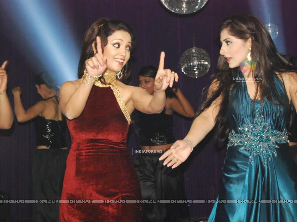 Ankita sharma and Adaa Khan (224670) size:1024x768