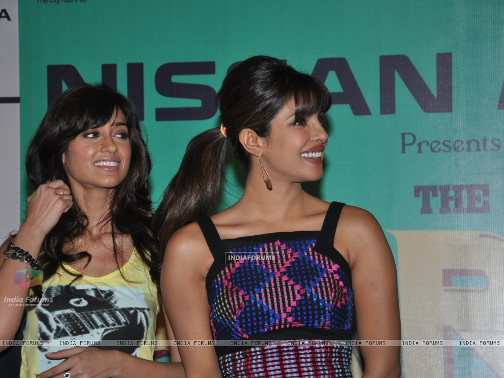 Ileana D'Cruz with Priyanka Chopra at Film Barfi Promotion With R City Mall (224768) size:1024x768