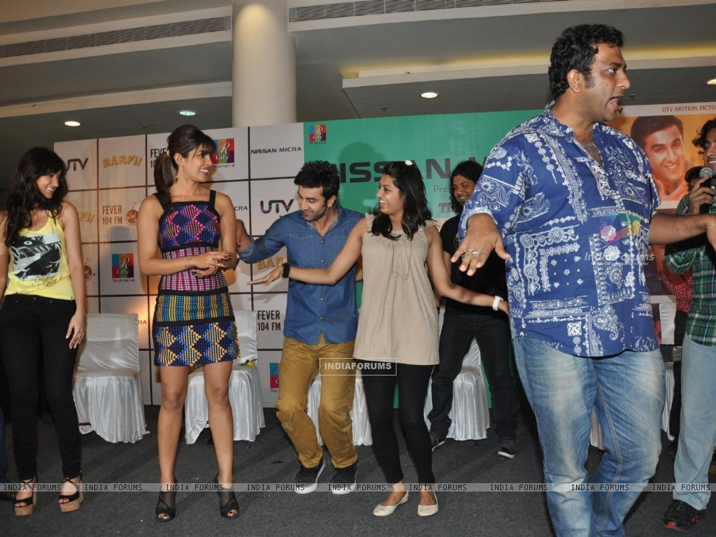 Ileana D'Cruz, Ranbir Kapoor, Priyanka Chopra, Anurag Basu at Film Barfi Promotion With R City Mall (224773) size:1024x768