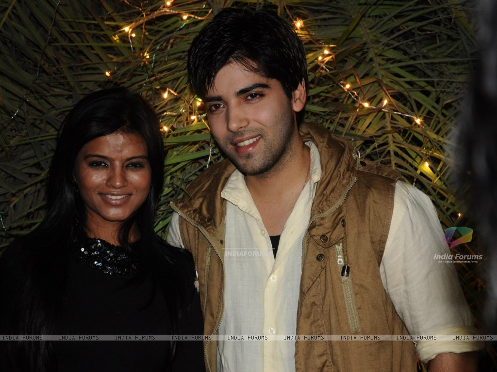 Mitali Nag and Kinshuk Mahajan at 200 episodes completion of show Afsar Bitiya (229418) size:1024x768