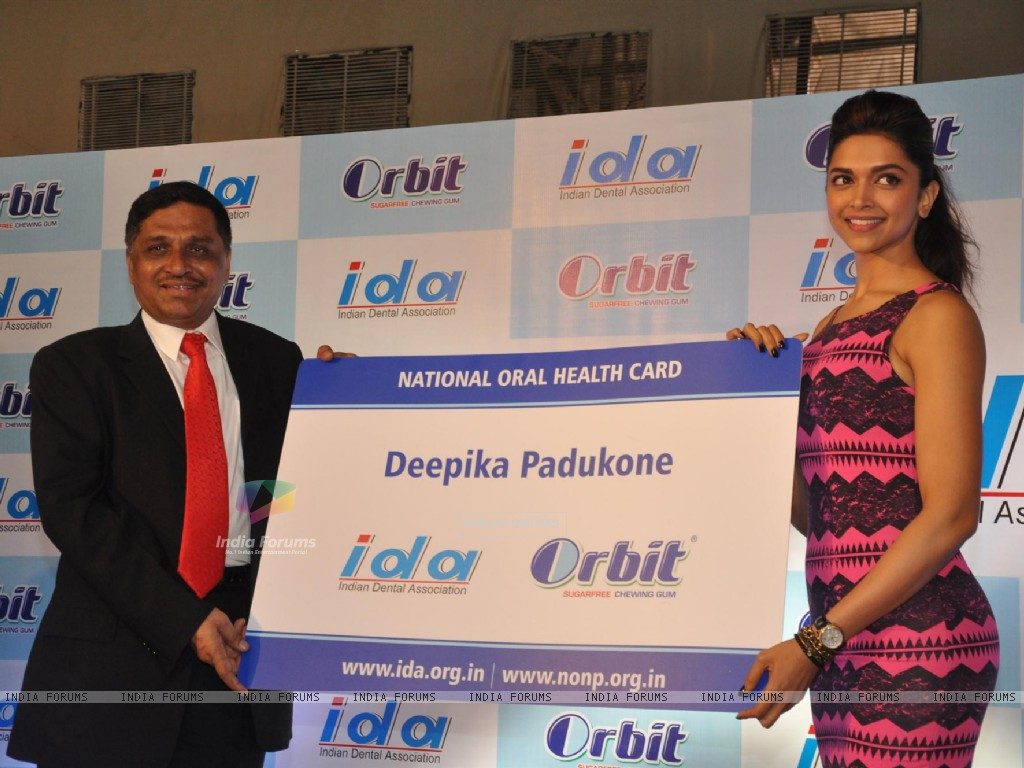 Bollywood actress and Wrigley Orbit brand ambassador Deepika Padukone launches National Oral Health Program and Orbit-IDA National Oral Health Card at the World Dental Show in Bandra Kurla Complex in Mumbai. (229960) size:1024x768