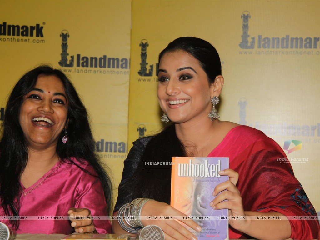 Vidya Balan at the launch of book Unhooked by author Munmun Ghosh (230470) size:1024x768