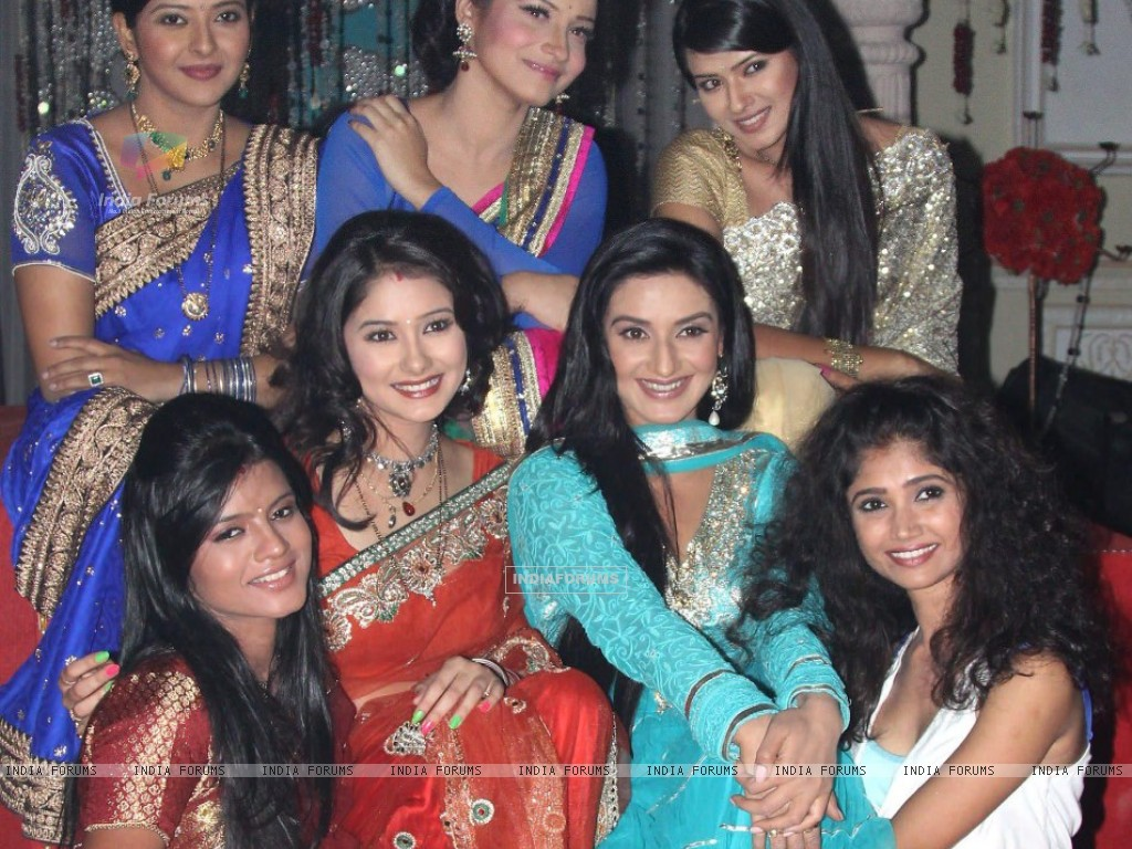 Zee TV Actresses on Zee TV 20 years celeberations (231900) size:1024x768