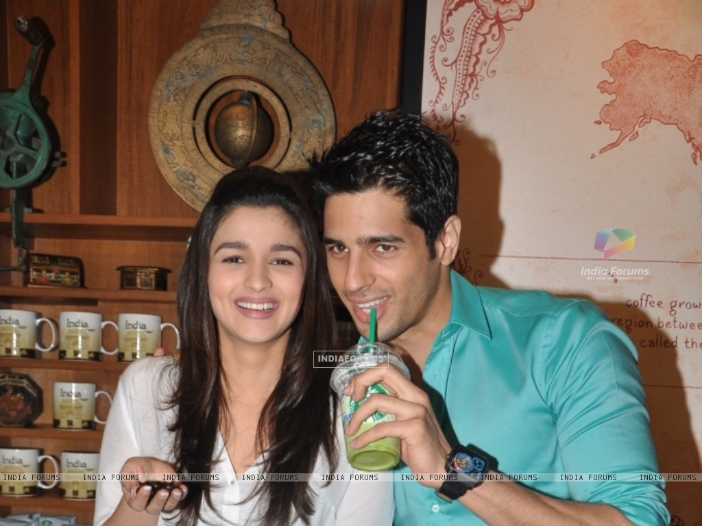 Siddharth Malhotra and Alia Bhatt at Starbucks in Mumbai. (234568) size:1024x768