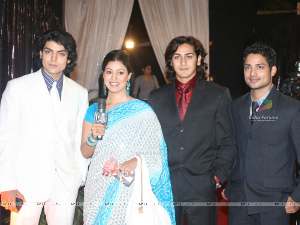 Gurmeet and Debina with Lalit Negi and Ankit Arora (234814) size:1024x768