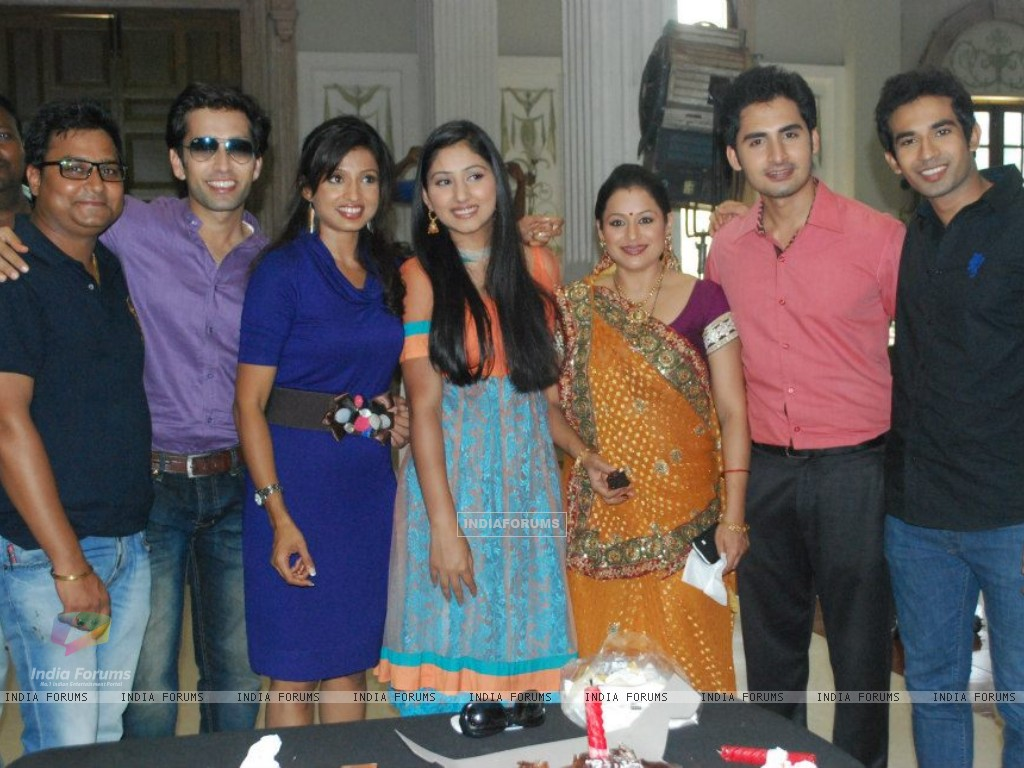 Cast of PKDHMMPP (235450) size:1024x768