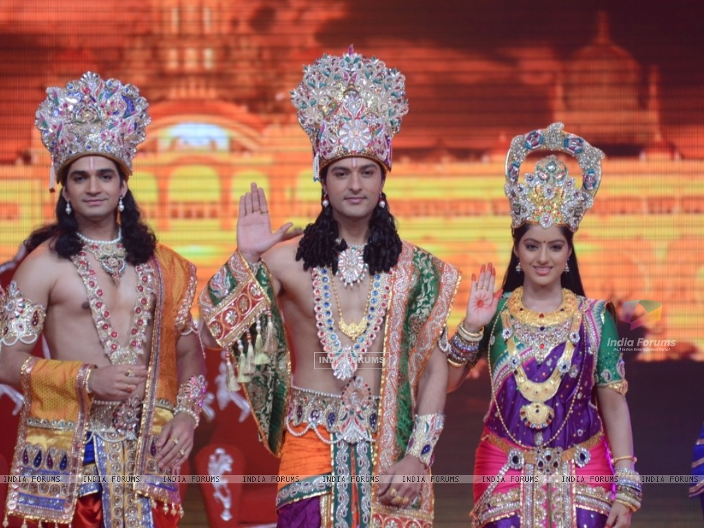 Vishal Singh, Anas Rashid and Deepika Singh at the legend of Diwali with Star Parivaar (235819) size:1024x768