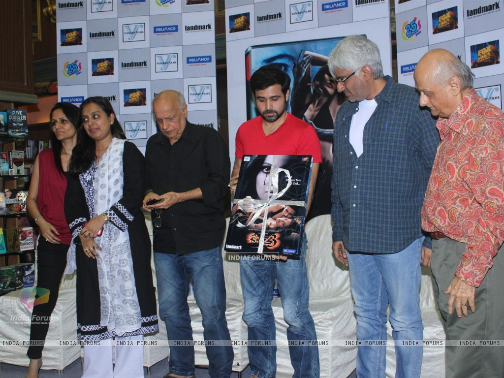 Mahesh Bhatt, Emraan Hashmi, Vikram Bhatt and Mukesh Bhatt at Film Raaz 3 DVD Launch (237840) size:1024x768
