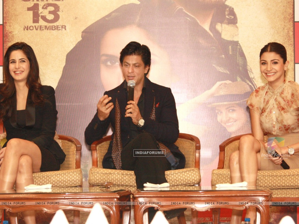 Shahrukh Khan, Katrina Kaif and Anushka Sharma at a press conference for the film Jab Tak Hai Jaan (238941) size:1024x768