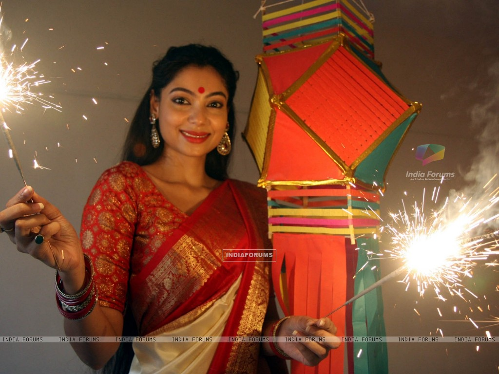 Anangsha Biswas special photo shoot of Diwali celebrations with fire crackers in Mumbai (239066) size:1024x768