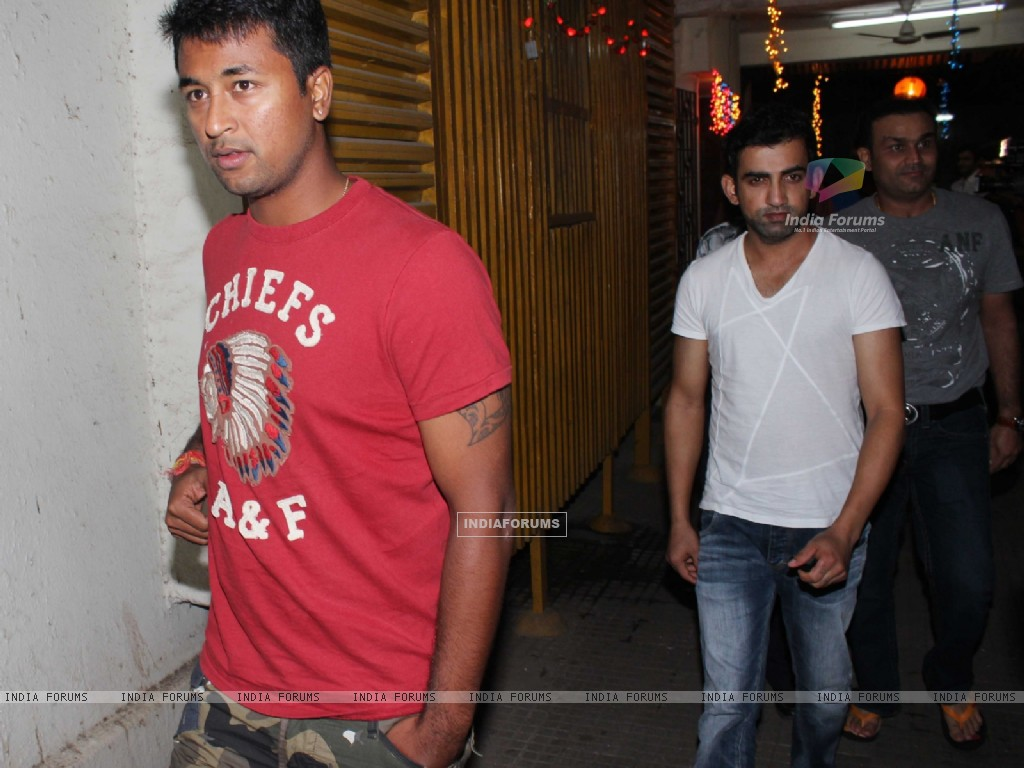 Gautam Gambhir and Virendra Sehwag at Son of Sardar Special Screening at Ketnav (239688) size:1024x768