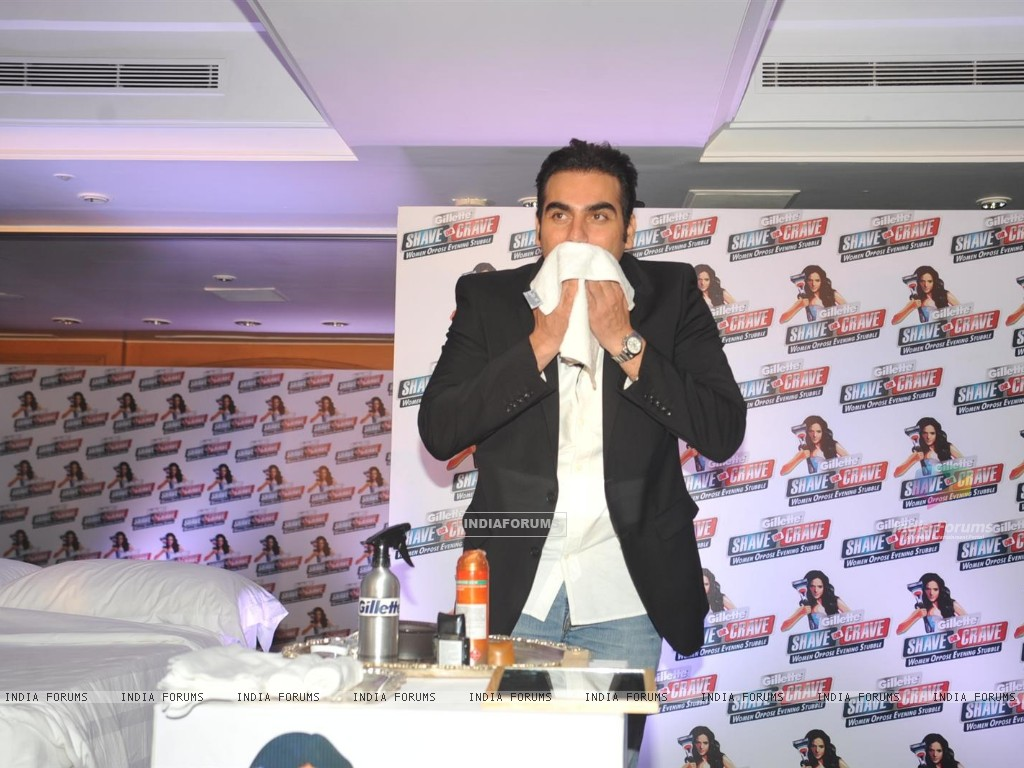 Malaika Arora with husband Arbaaz Khan during an promotional event of Gillette (244216) size:1024x768