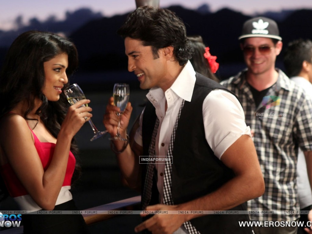 A still of Tena Desae with Rajeev Khandelwal from the movie Table No. 21 (247192) size:1024x768