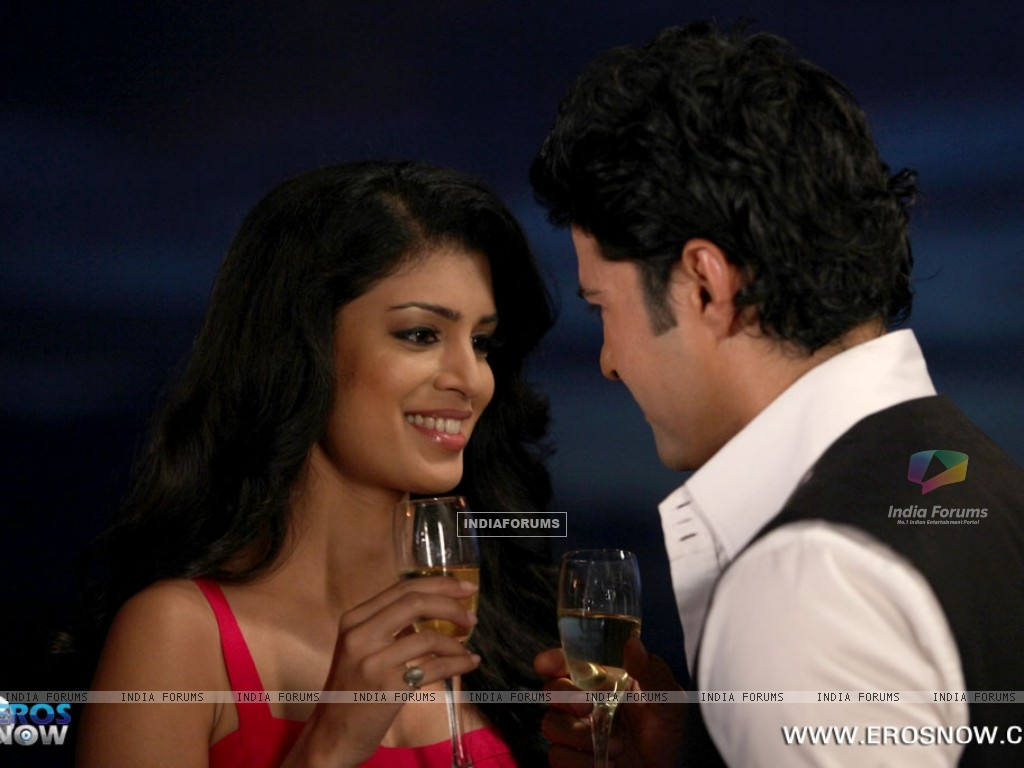A still of Tena Desae with Rajeev Khandelwal from the movie Table No. 21 (247193) size:1024x768