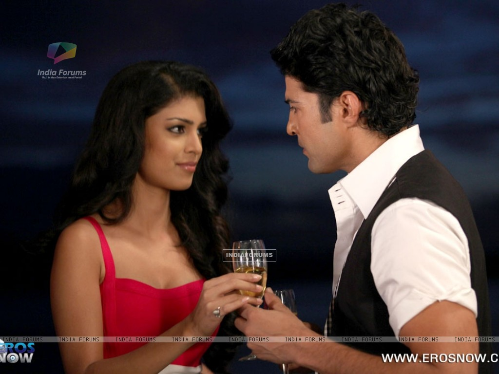 A still of Tena Desae with Rajeev Khandelwal from the movie Table No. 21 (247194) size:1024x768