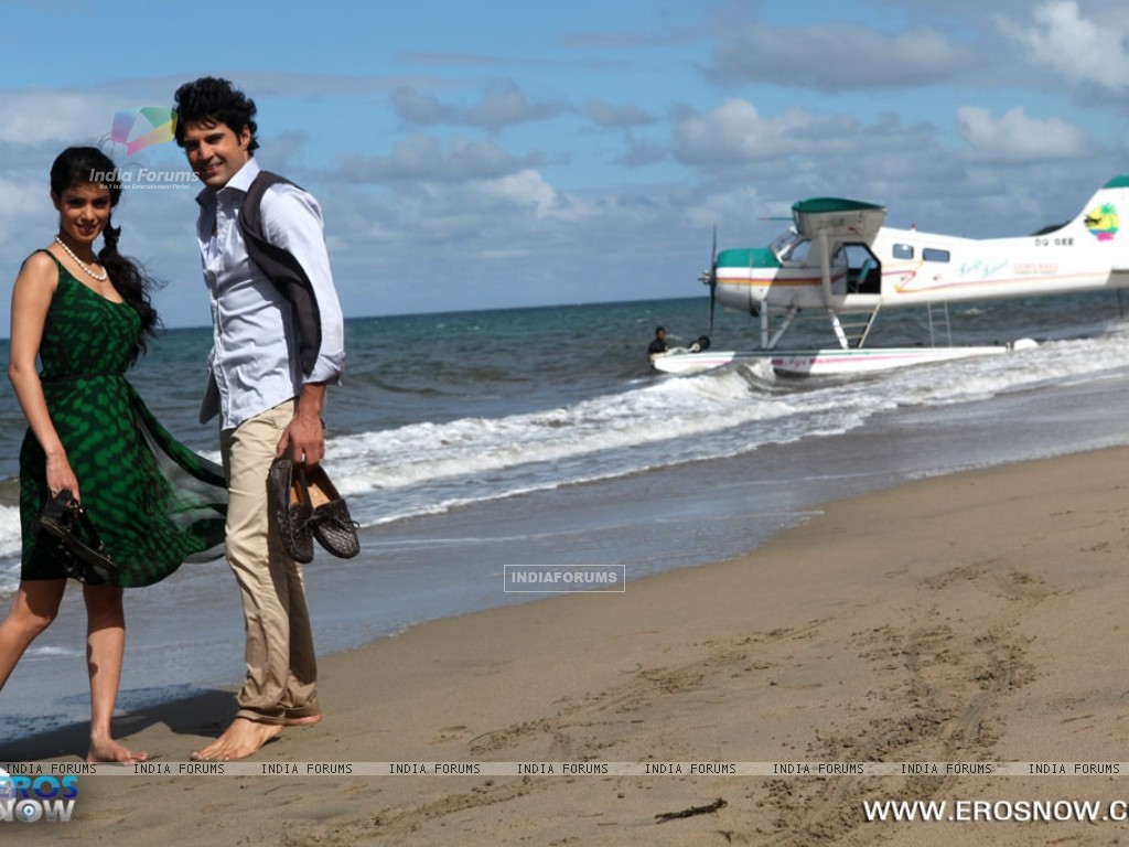 A still of Tena Desae with Rajeev Khandelwal from the movie Table No. 21 (247207) size:1024x768