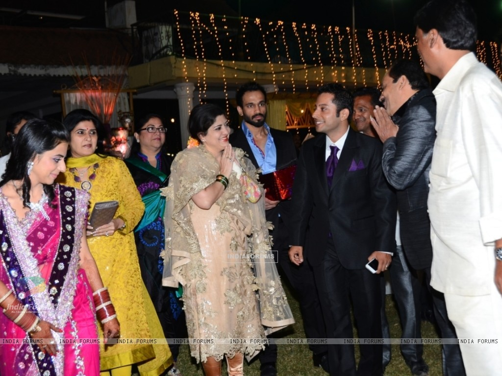 Youth MNS Leader, Advocate Mr Rajeev ties knot with Aparna Sharma (249367) size:1024x768
