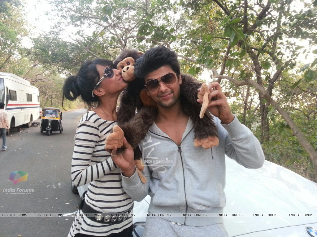 Nia sharma with co star Kushal Tandon (254116) size:1024x768
