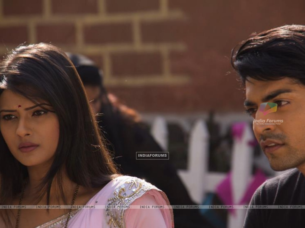 Gurmeet and Kratika on sets during Punar Vivah outdoor shoot (255627) size:1024x768