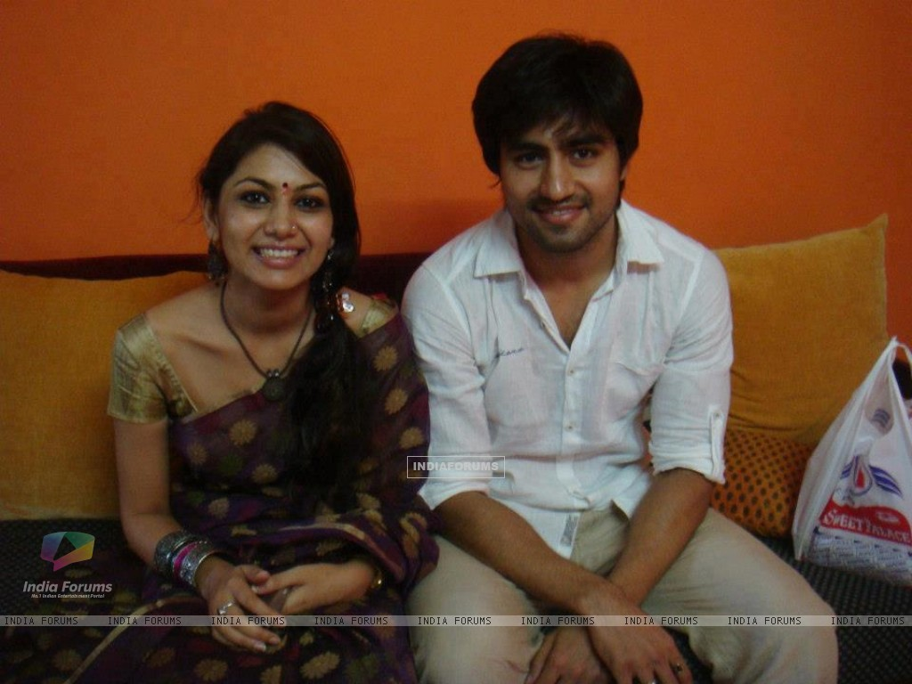 Harshad Chopda and Sriti Jha (271811) size:1024x768