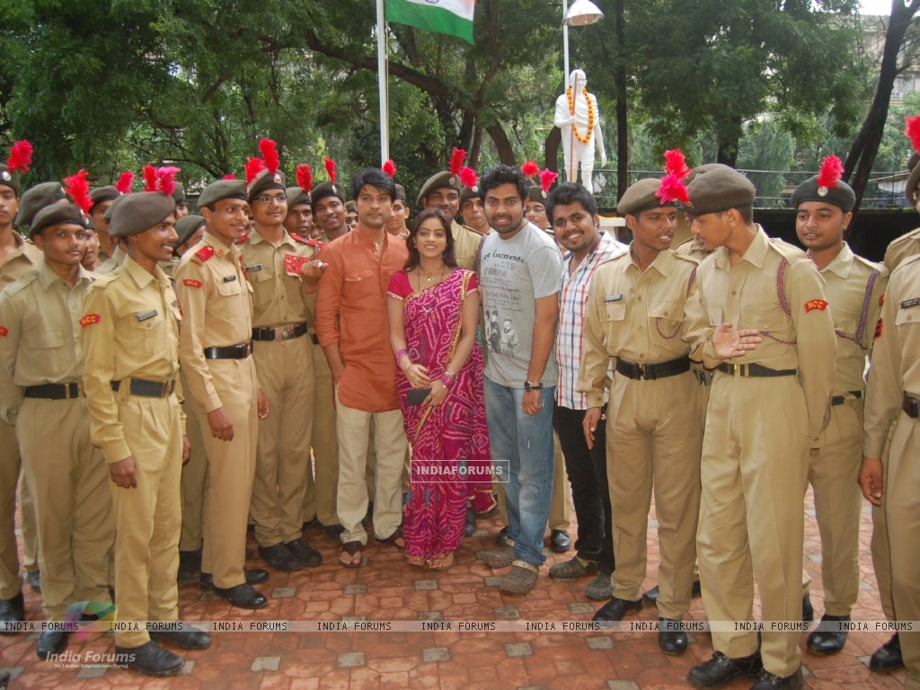 Anas Rashid, Deepika Singh and Rohit Raj Goyal with the NCC Cadets (291406) size:1024x768