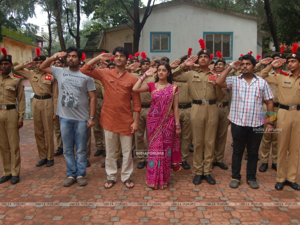 Anas Rashid, Deepika Singh and Rohit Raj Goyal with the NCC Cadets (291407) size:1024x768