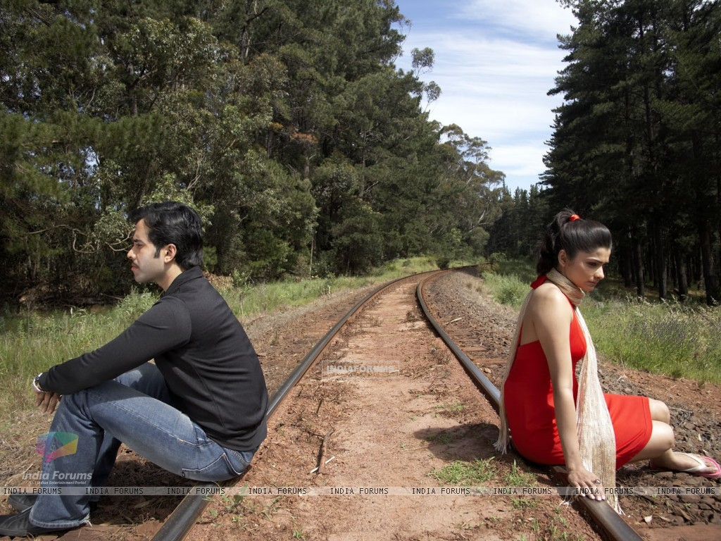 A still image of Tusshar and Prachi (31401) size:1024x768