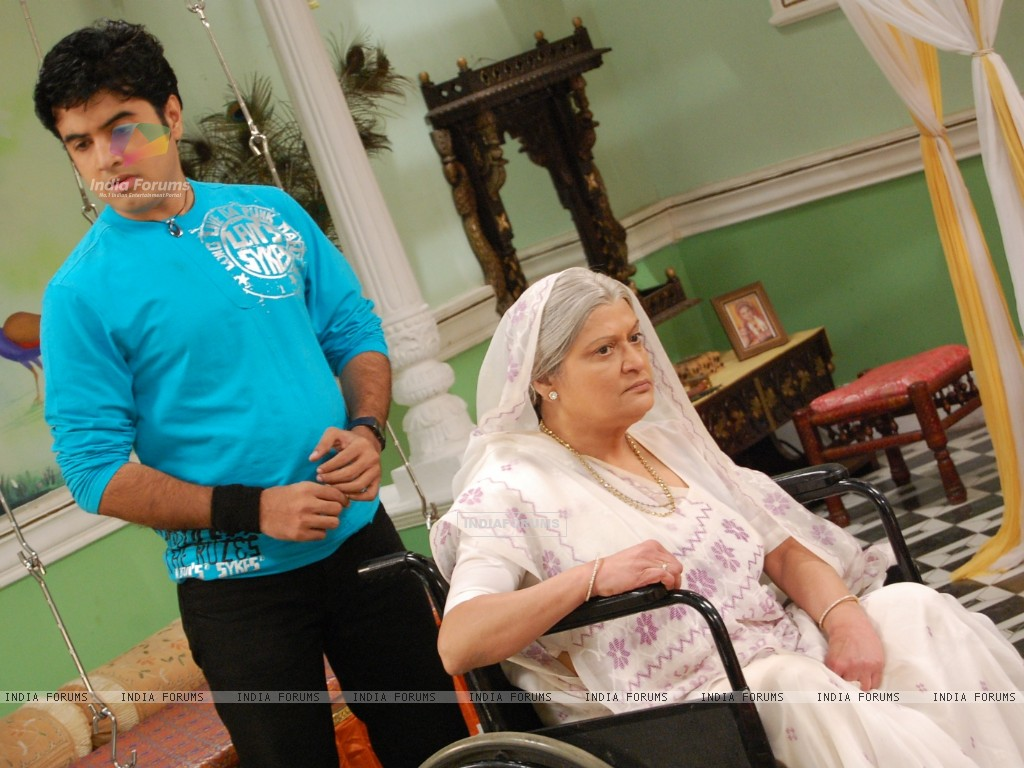 Devki angry with his son Gautam (32766) size:1024x768