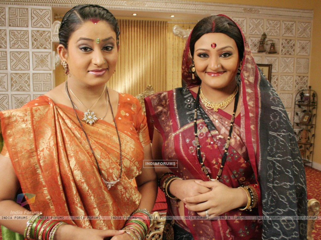 Manjula and Alpa looking happy (32827) size:1024x768