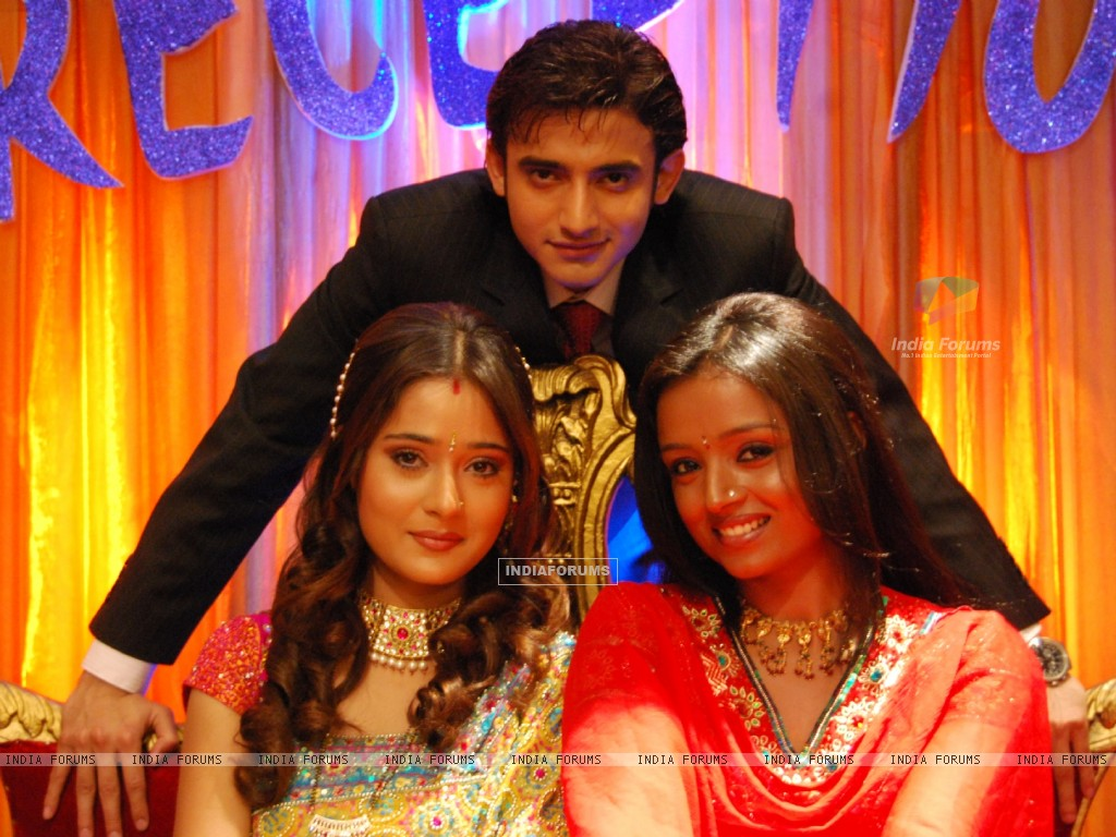 Ragini and Sadhna with Romit Raaj (33357) size:1024x768