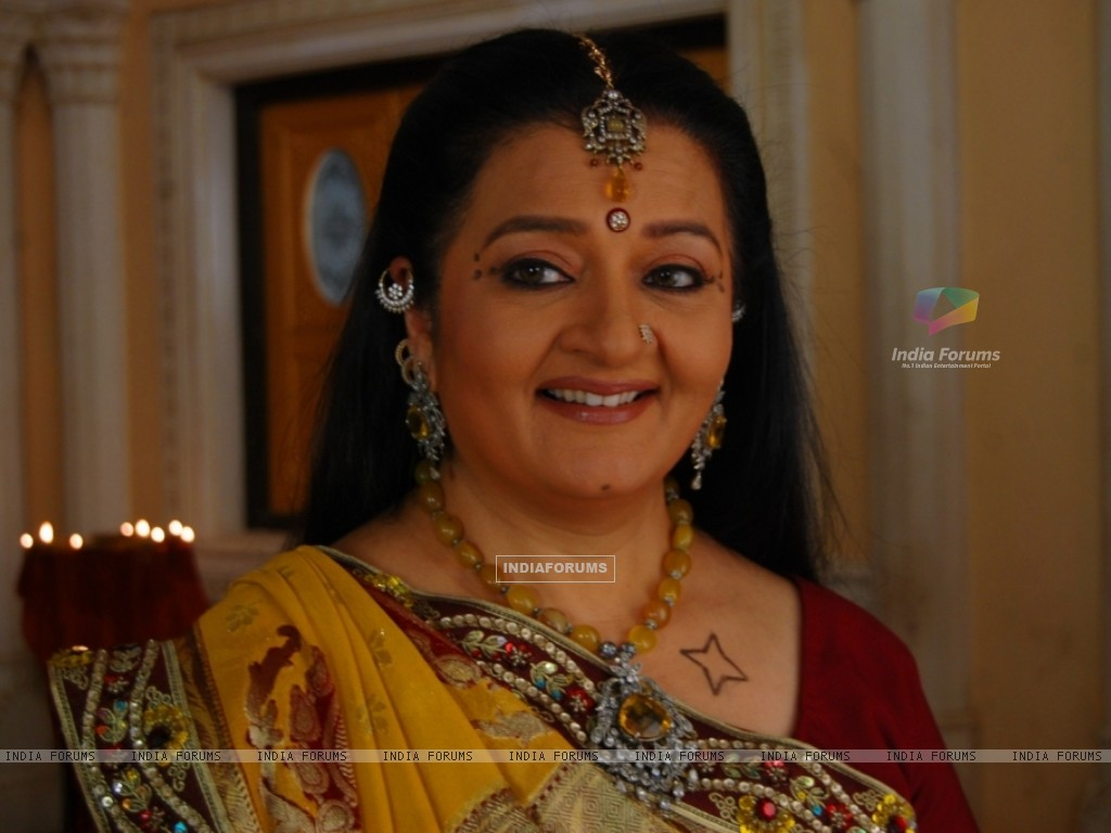 A still image of Apra mehta as Jhumki Bua (33480) size:1024x768