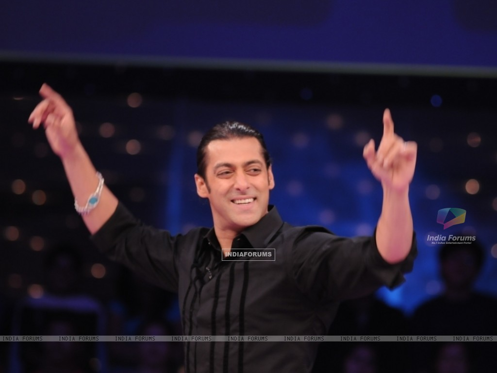 Salman Khan enjoying (37486) size:1024x768