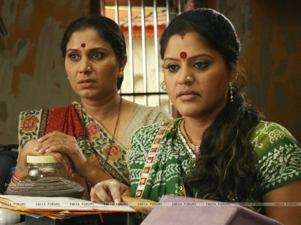 Sarla with Kokila looking tensed (39533) size:1024x768