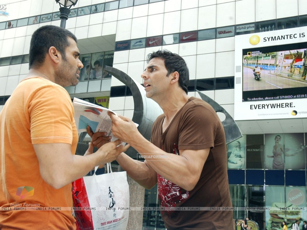 Still image of Akshay and Sunil Shetty (40008) size:1024x768