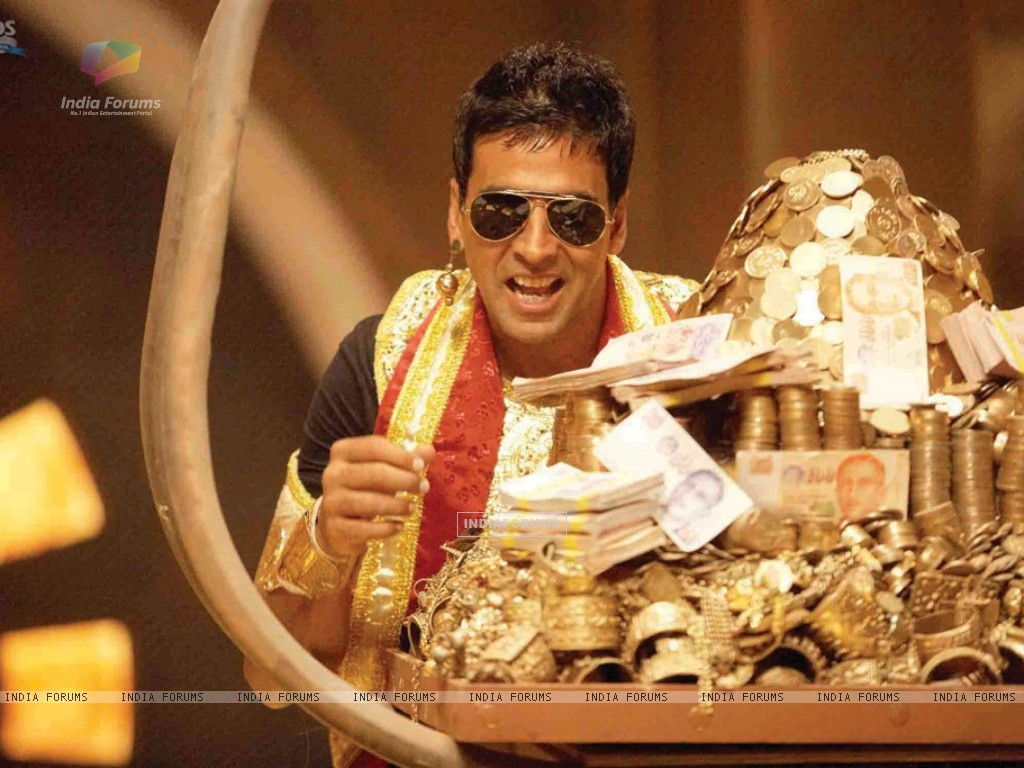 Akshay Kumar with lots of gold (40011) size:1024x768