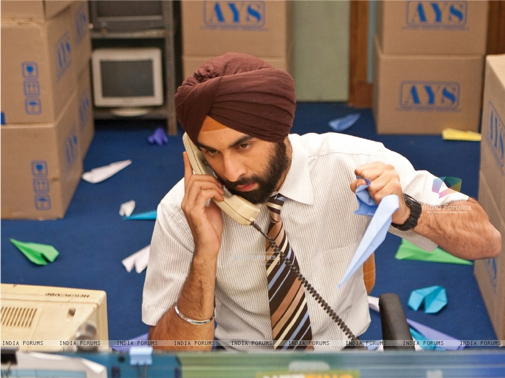 Ranbir Kapoor receiving a phone (40105) size:1024x768