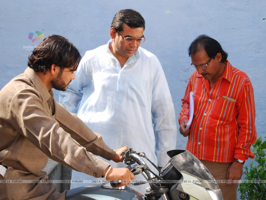 Paresh Rawal in the movie Road to Sangam (40182) size:1024x768