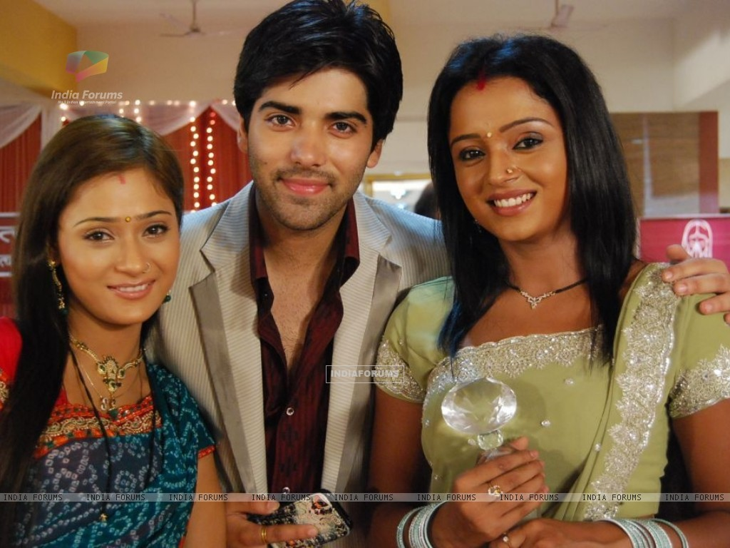 Ranvir with Ragini and Sadhna (40350) size:1024x768