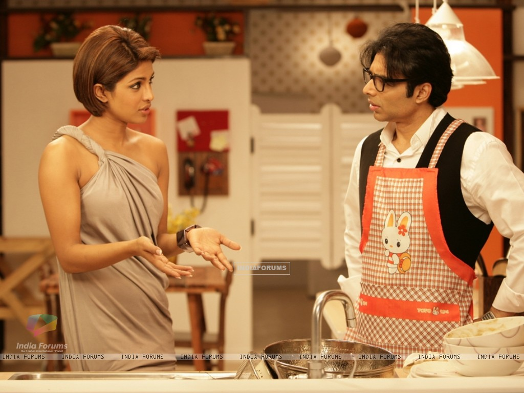 Uday Chopra talking to Priyanka (40391) size:1024x768