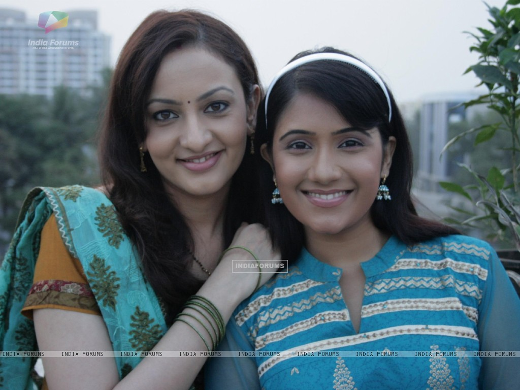 Rajni and Tina (41603) size:1024x768