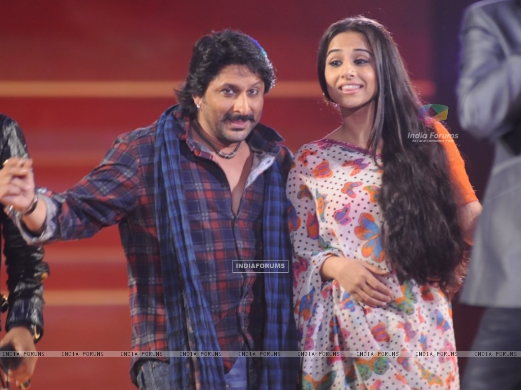 Arshad and Vidya dancing in the show Music Ka Maha Muqqabla (42005) size:1024x768