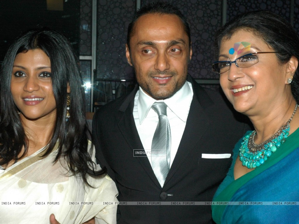 Rahul Bose with Aparna and Konkona (60022) size:1024x768