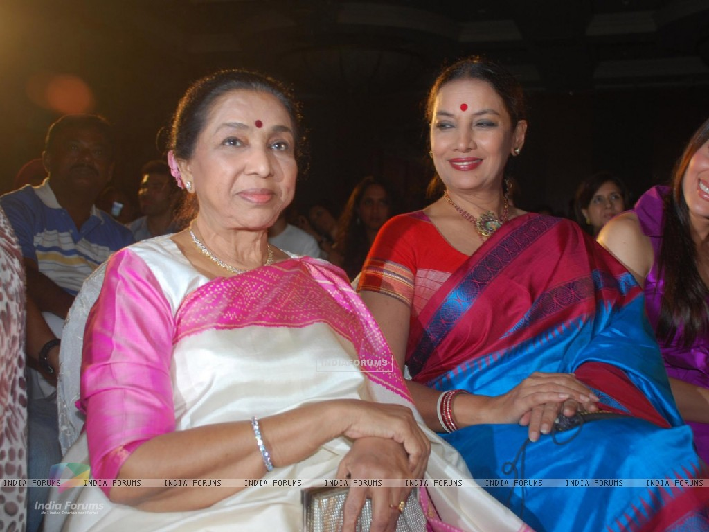 Asha Bhosle,Shabana Azmi and Kareena Kapoor at Bharat n Dorris Awards (79574) size:1024x768