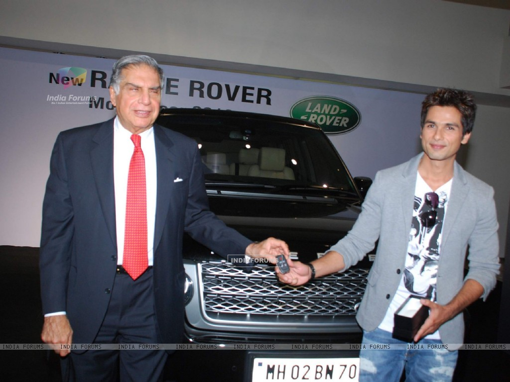"Shahid Kapoor receiving the keys of his new Range Rover Model Year 2010 from Mr Ratan N Tata, Chairman, Tata Sons & Tata Motors, at the Jaguar Land Rover Showroom in Mumbai on 2nd November 2009 Mr Kapoor purchased this Range Rover"" (81775) size:1024x768"