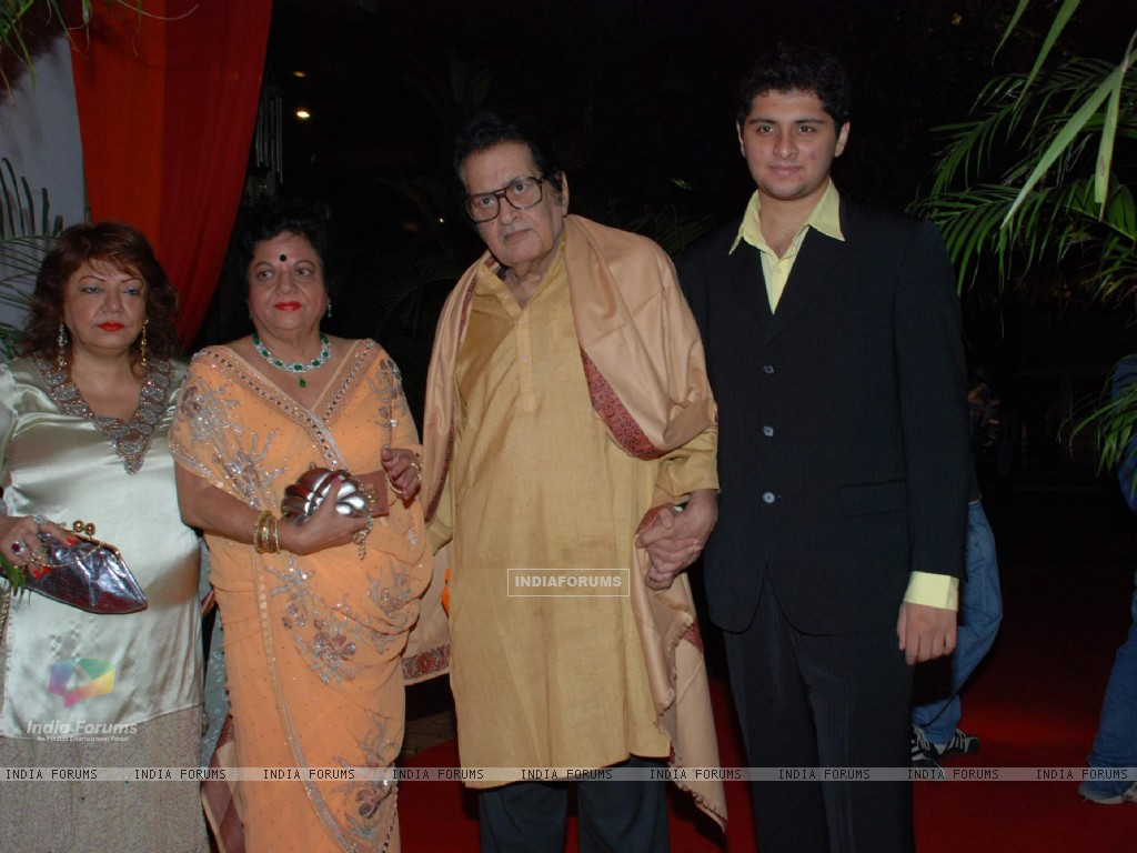 Manoj Kumar at Isha Koppikar''s wedding reception (82506) size:1024x768