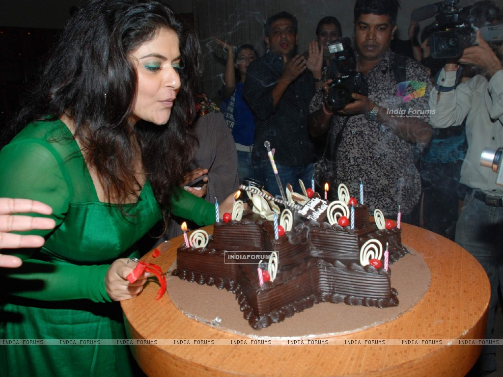 TV actress Pragati''s Birthday bash at Marimba Lounge (82561) size:1024x768