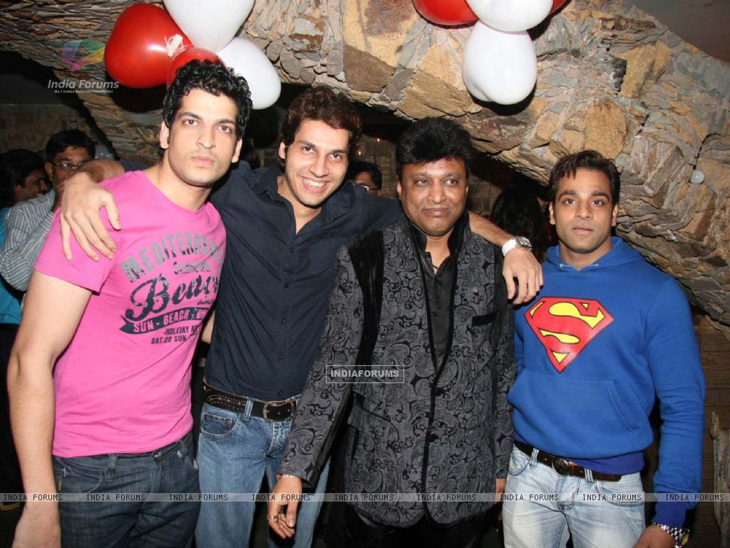 Aashish Chaudhry at Manik Soni''s birthday bash at Kino''s Cottage (85632) size:1024x768