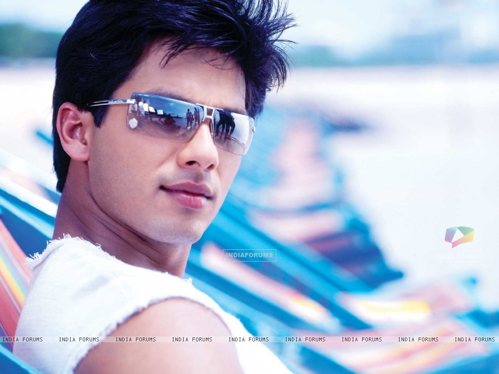 Shahid Kapoor looking cool (89083) size:1024x768